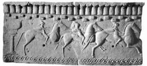 Un antico bassorilievo con scene equestri