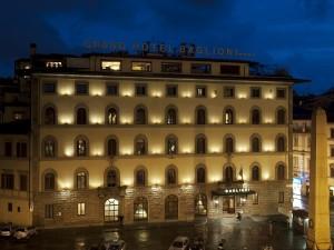 Esterno Hotel Baglioni di notte