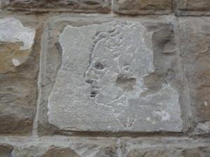 Il misterioso volto scolpito nella facciata di Palazzo Vecchio
