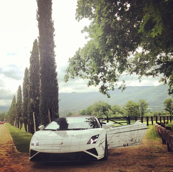 Una Lamborghini ferma a San Giustino Valdarno