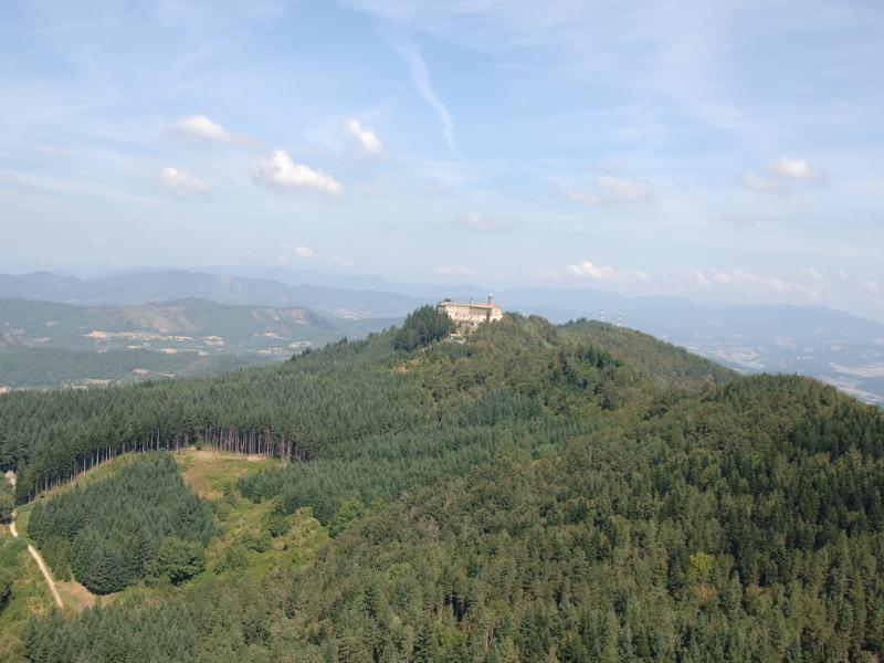 Il Convento di Monte Senario visto in lontananza
