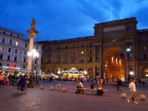 Florence-Piazza-della-Republica-wide